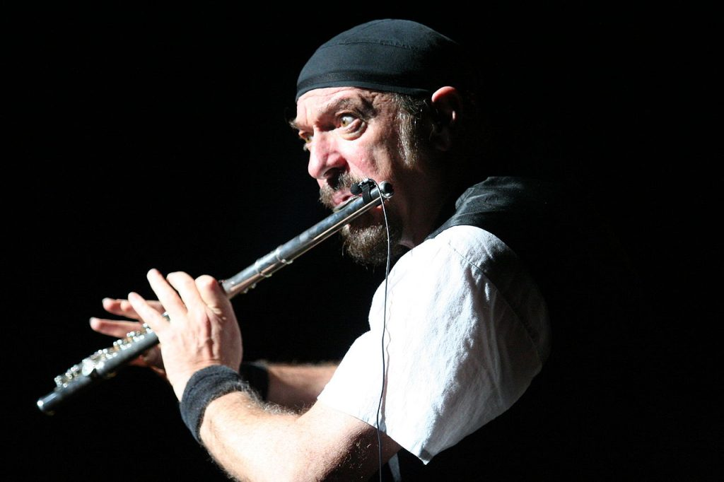 Image of Jethro Tull playing a flute